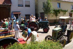Traktorenverein zu Besuch beim Fest