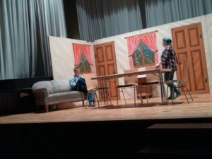 Eugen (Tobias Leiz) und Rosa (Petra Laichinger) beim Theaterstück