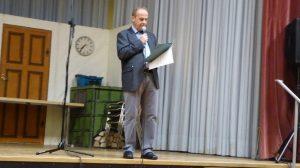 Vorstand Eugen Hees begrüßt die Gäste des Radlerballs