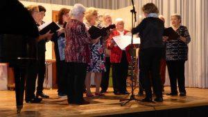 Die Gesangsabteilung bei ihrem Auftritt beim Radlerball
