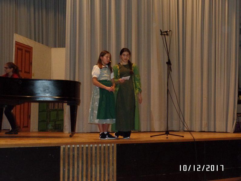 Leonie und Tina bei der Moderation
