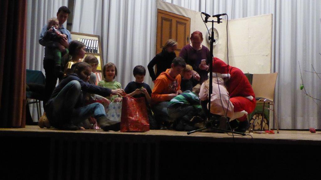 Die Kinder beim Nikolaus