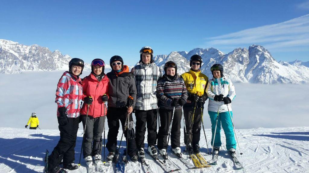 Skifahrer bei einem Kleingruppenbild
